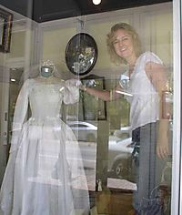 2howmuchisthatweddingdressinthewindow